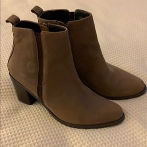 Browns beautiful leather waterproof boot size 71/2